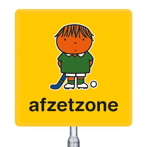 gele beachflag vlag en attentieborden met een dick bruna afbeelding bekend van nijnjte met tekst afzetzone voor scholen kleuterscholen kinderdagverblijven peuterspeelzalen speciaal onderwijs en sportverenigingen om plekken en plaatsen te markeren of aan t