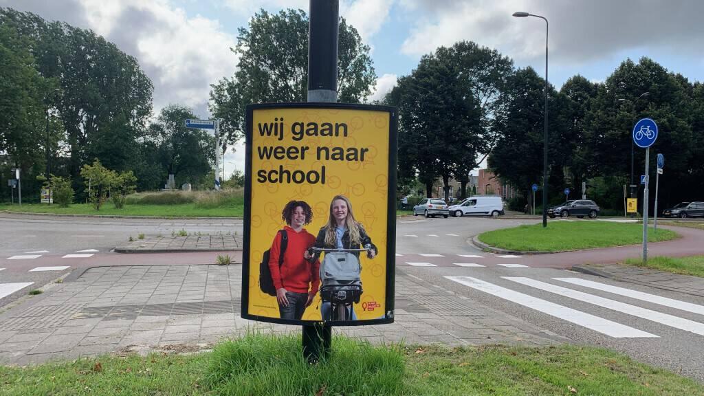 Poster middelbare scholen   Campagne 'wij gaan weer naar school'   Leer in het Verkeer