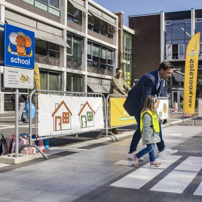 Wethouder van Asten op Dick Bruna oefenstraat op eerste Haagse Verkeersdag