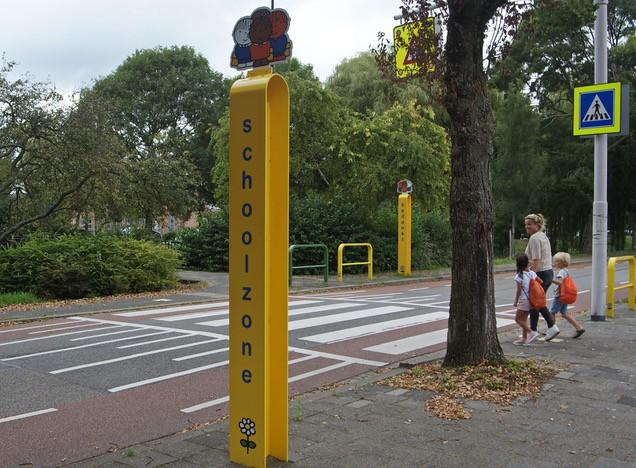 Dick Bruna schoolzone in Rijswijk komt mede tot stand door ouders in de gemeente die zich inzetten voor verkeersveiligheid van kinderen. Veilig oversteken en verkeersregels leren begint al bij peuters en kleuters in het verkeer