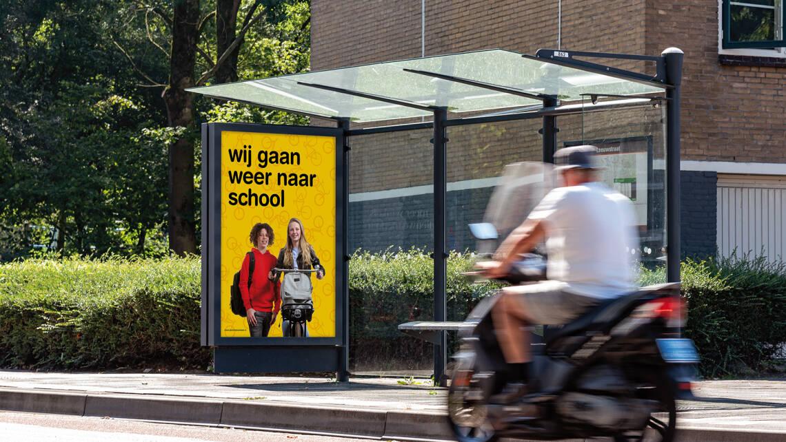 Abri poster | Campagne 'wij gaan weer naar school' | Leer in het Verkeer