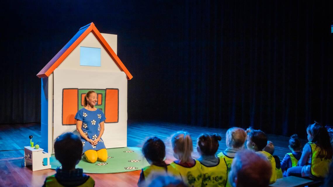 Nijntje verkeerseducatie theaterprogramma tijdens verkeersdag