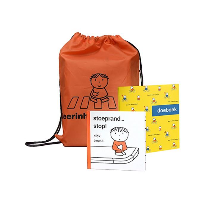 verteltasje dick bruna van nijntje voor thuis voor verkeersveiligheid en verkeerseducatie voor thuis om met ouders verkeersregels te oefenen voor kleuters en peuters een voorleesboekje met handige tips en een leuk oranje rugzakje met een oefenboek