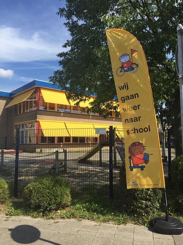 Beachflags wij gaan weer naar school voor KBS de Toermalijn uit Zwijndrecht