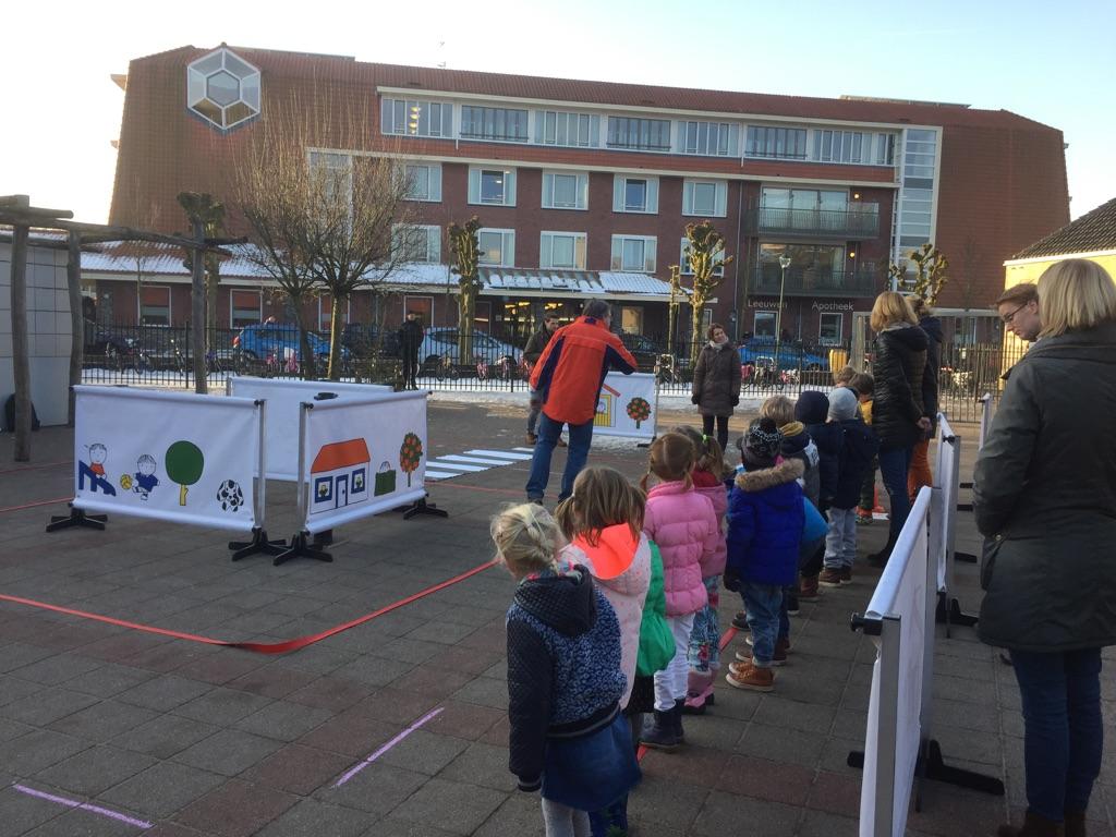 Basisschool Noord-Holland gebruikt oefenstraat op schoolplein
