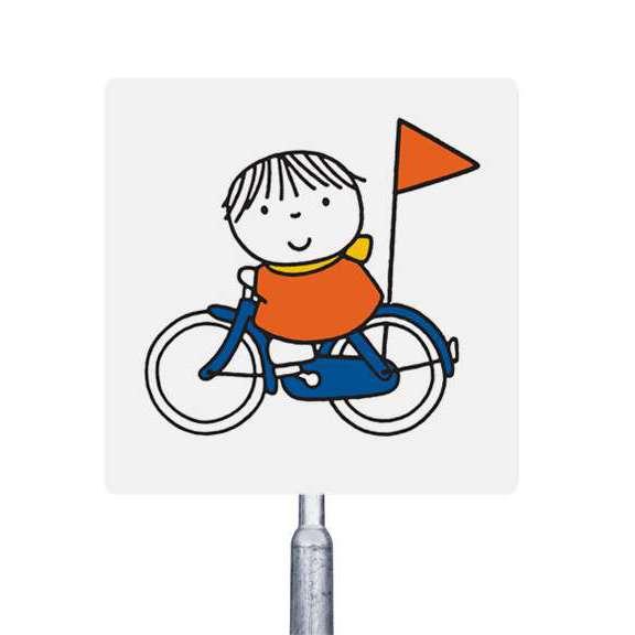 joep op de fiets attentiebord verkeersbord verzamelen dick Bruna Nijntje verzamelen schoolplein speelplaats straat veilige schoolzone veilig verkeer kinderen kleuters peuters verkeersles oversteken reflecterend schoolomgeving woonwijk langzaam rijden opletten spelen fietsen Joep verkeersleerkracht snelheid steppen