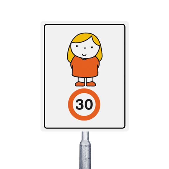 30 km meisje met oranje jurkje