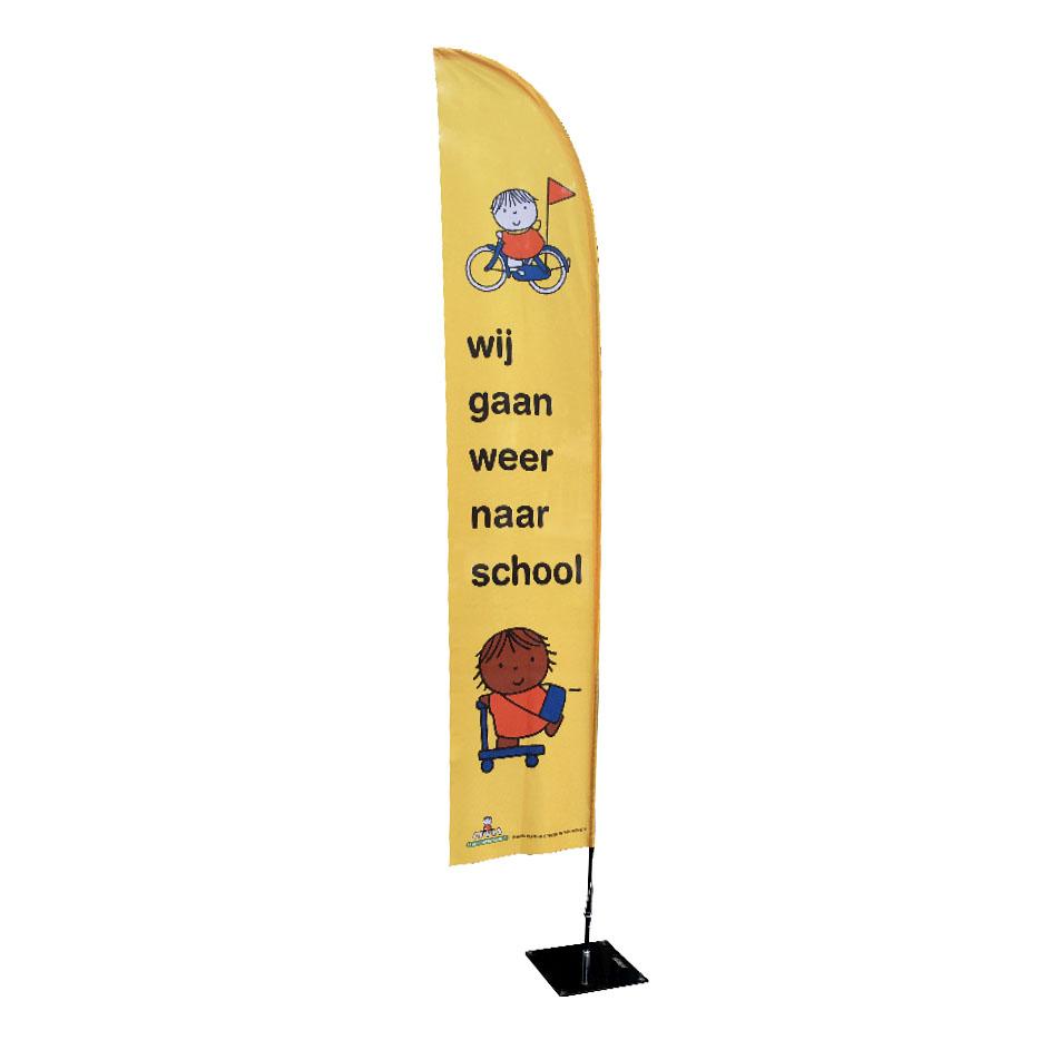 Beachflag  - wij gaan weer naar school vlag voor start schooljaar veilig verkeer om schoolzone verkeersveiliger te maken voor kinderen kleuters en peuters