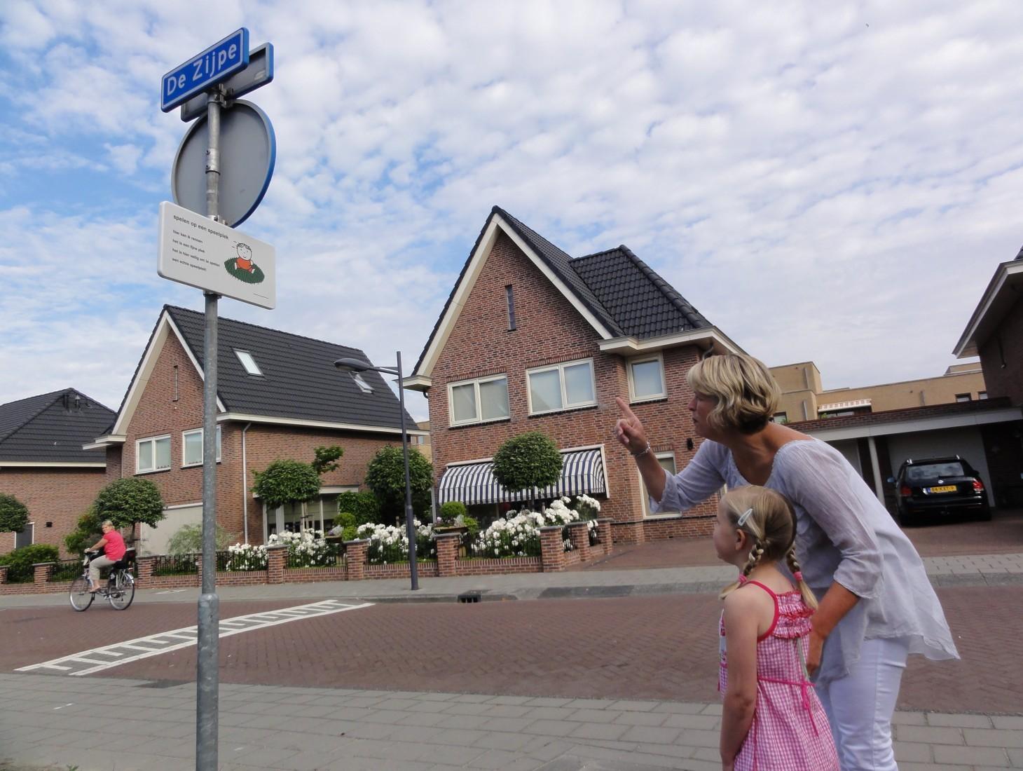 oefenen met dick bruna verkeersborden nijntje verkeersbord verkeersveiligheid woonwijk schoolzone woonerf wijk veel kinderen straat minder ongelukken verkeerseducatie verkeersles